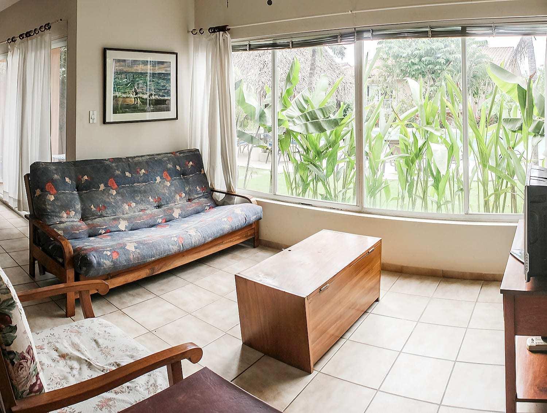 BL10 - Living Room + TV