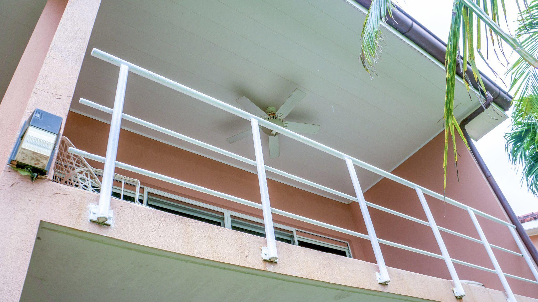 BL30 - Balcony