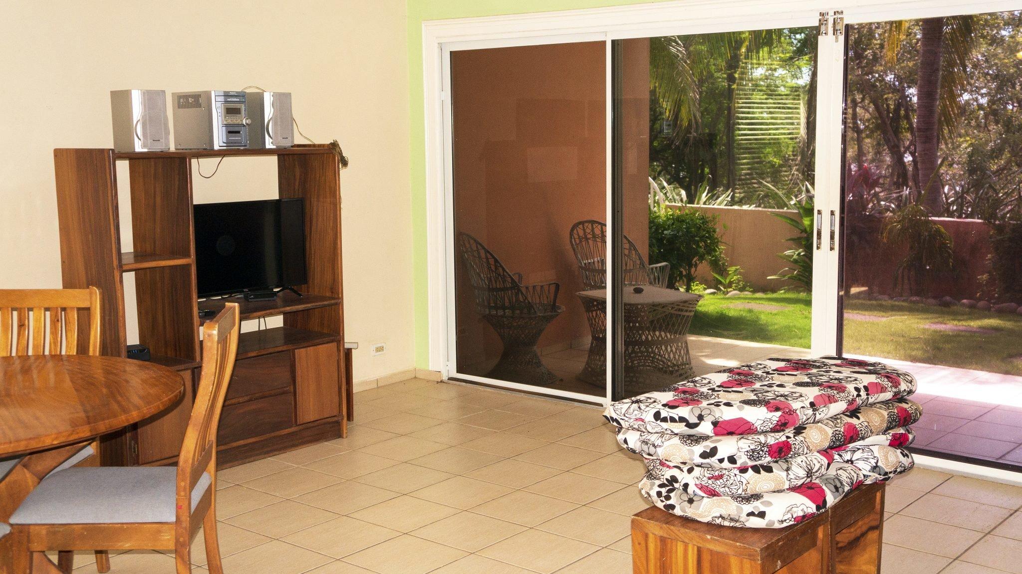 BL30 - Living Room + TV