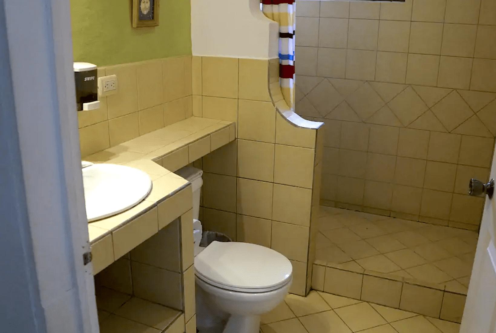 E14 - Bathroom