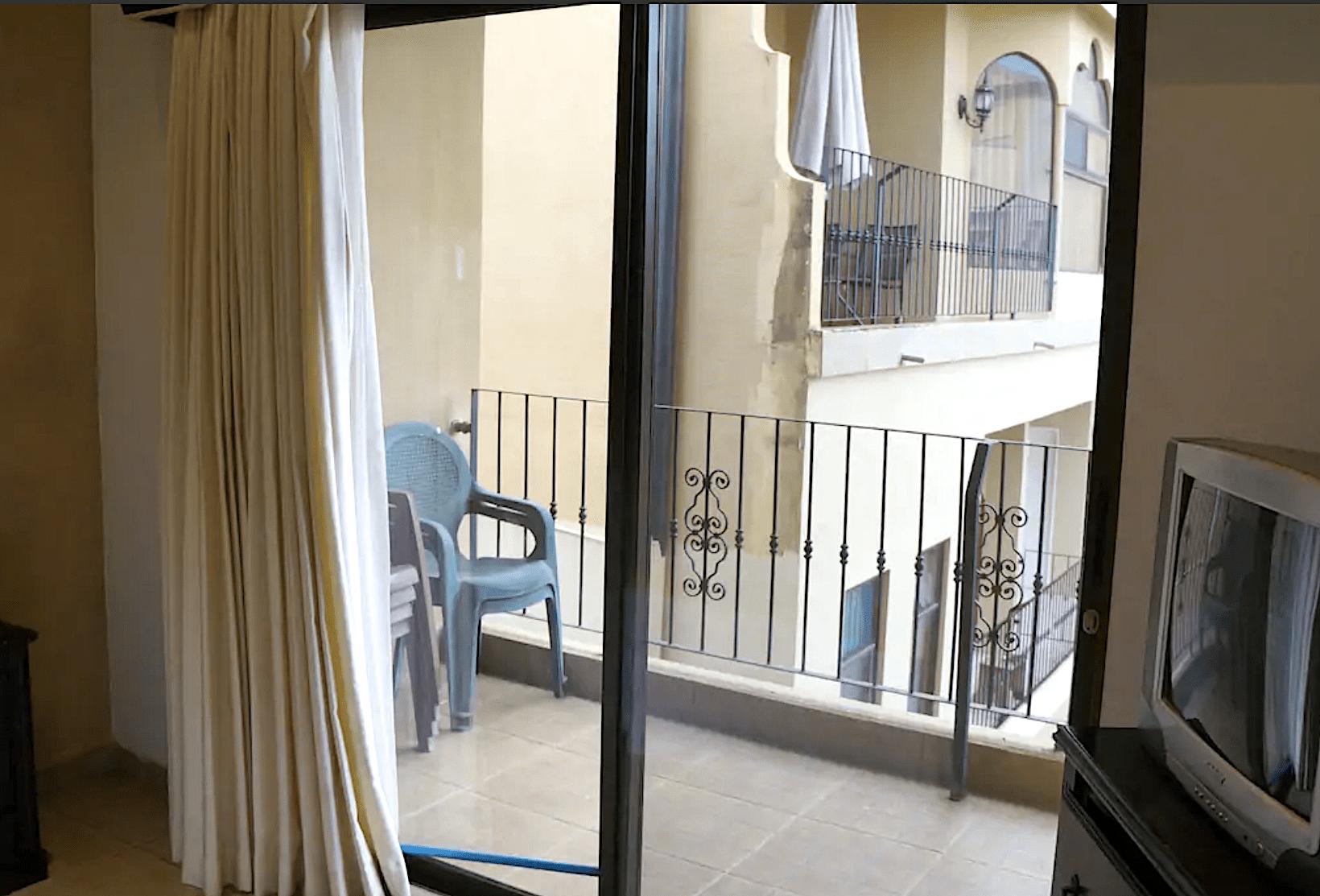 E14 - Living Room