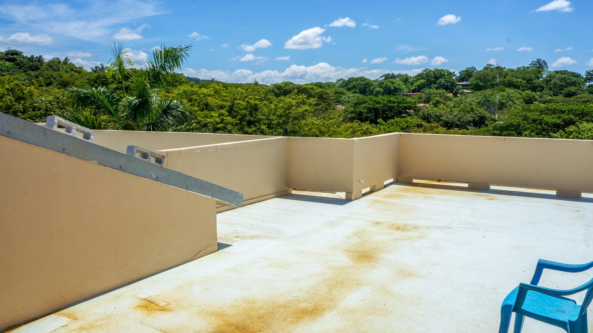 LC17 - Balcony View