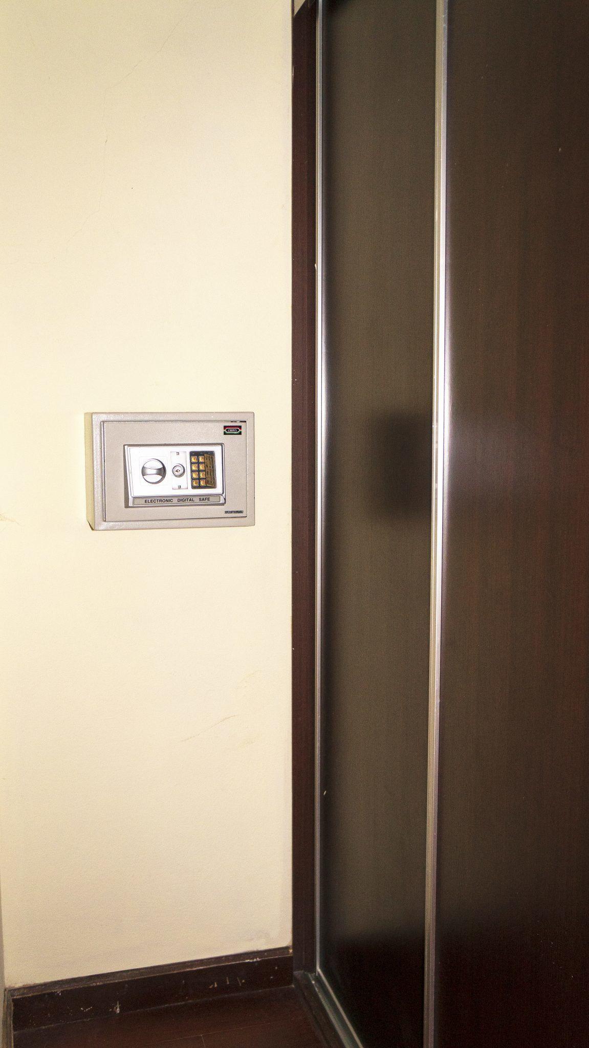 LC18 - Bedroom