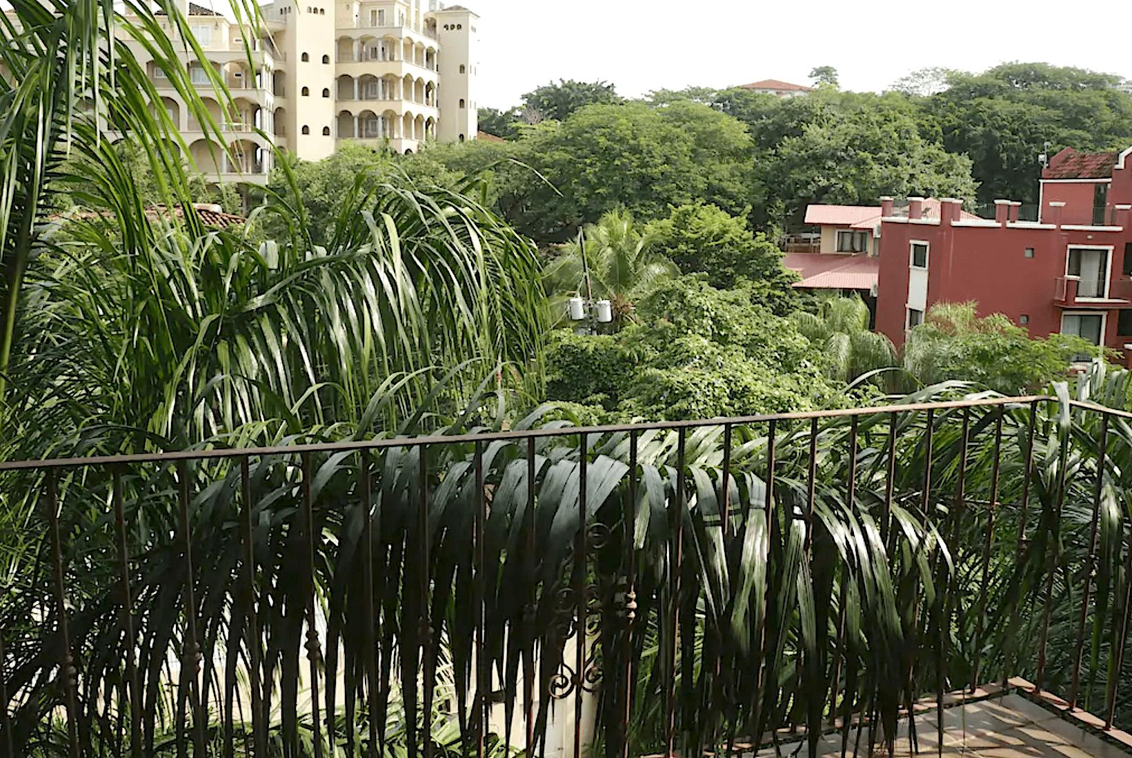 LC18 - Balcony View